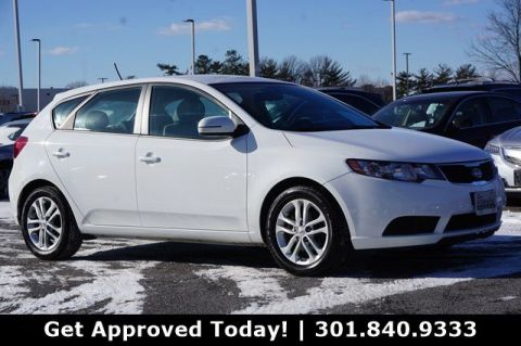 Pre-Owned 2011 Kia Forte 5-Door EX FWD Hatchback